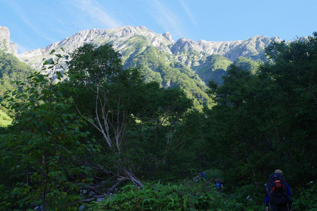 岳沢コースの登山道