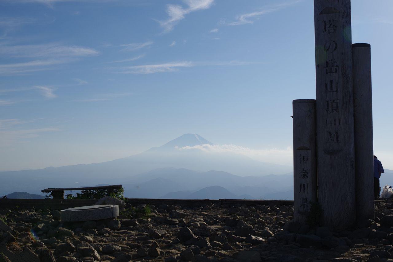 塔ノ岳山頂から見た