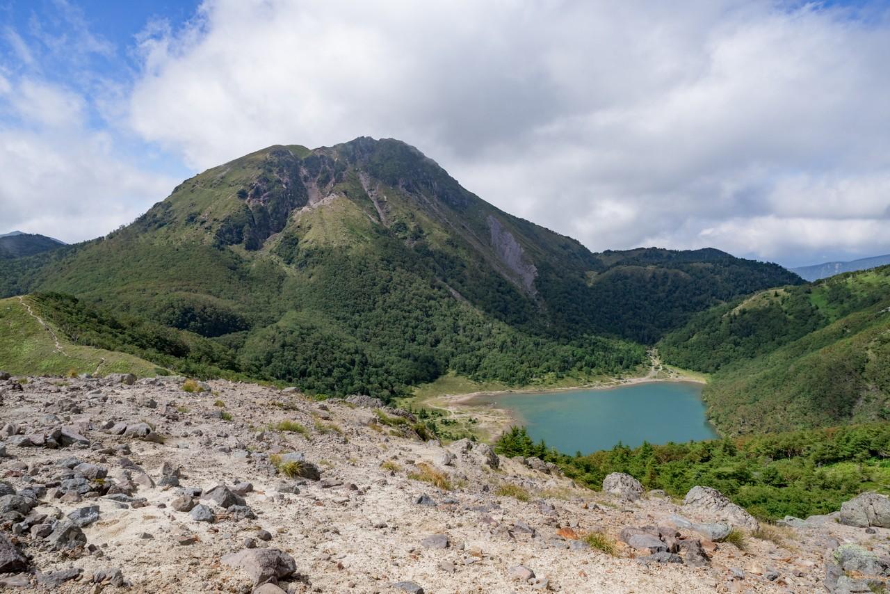 前白根山から見た奥白根山