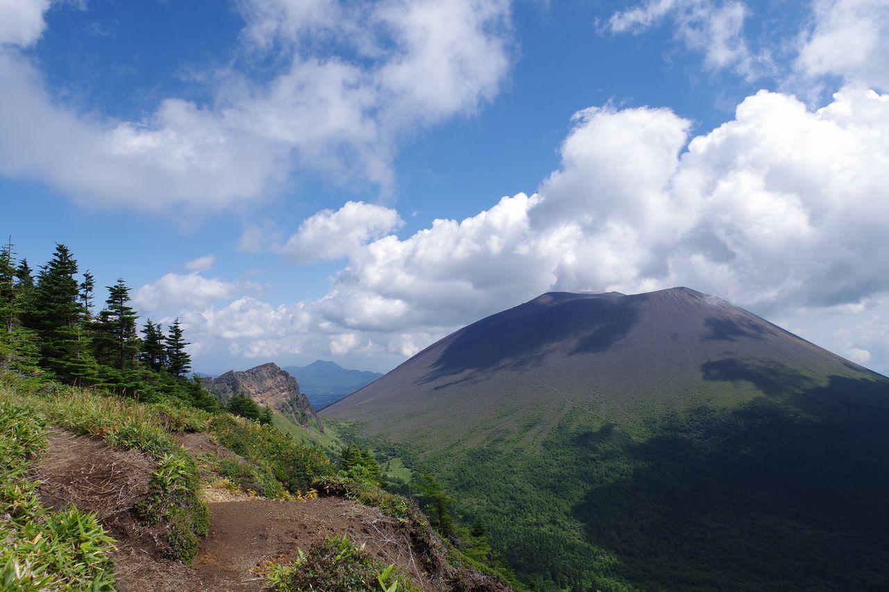 外輪山から見た浅間山