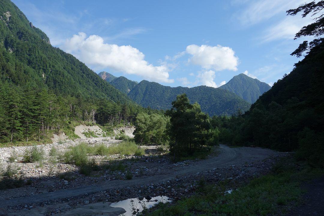 梓川付近から見た常念岳と大天井岳