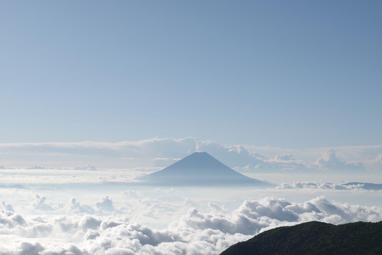 砂払岳付近から見た富士山