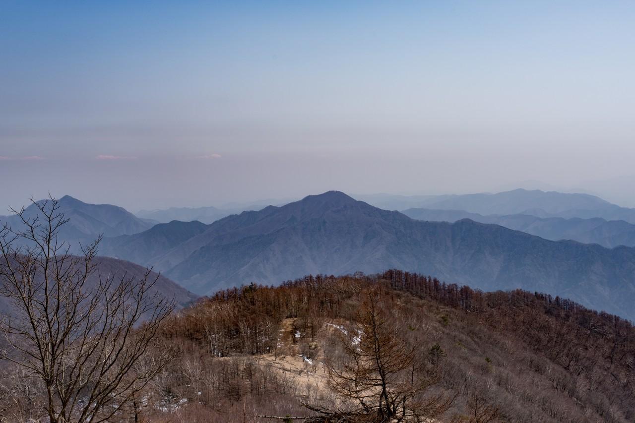 鷹ノ巣山から見た御前山