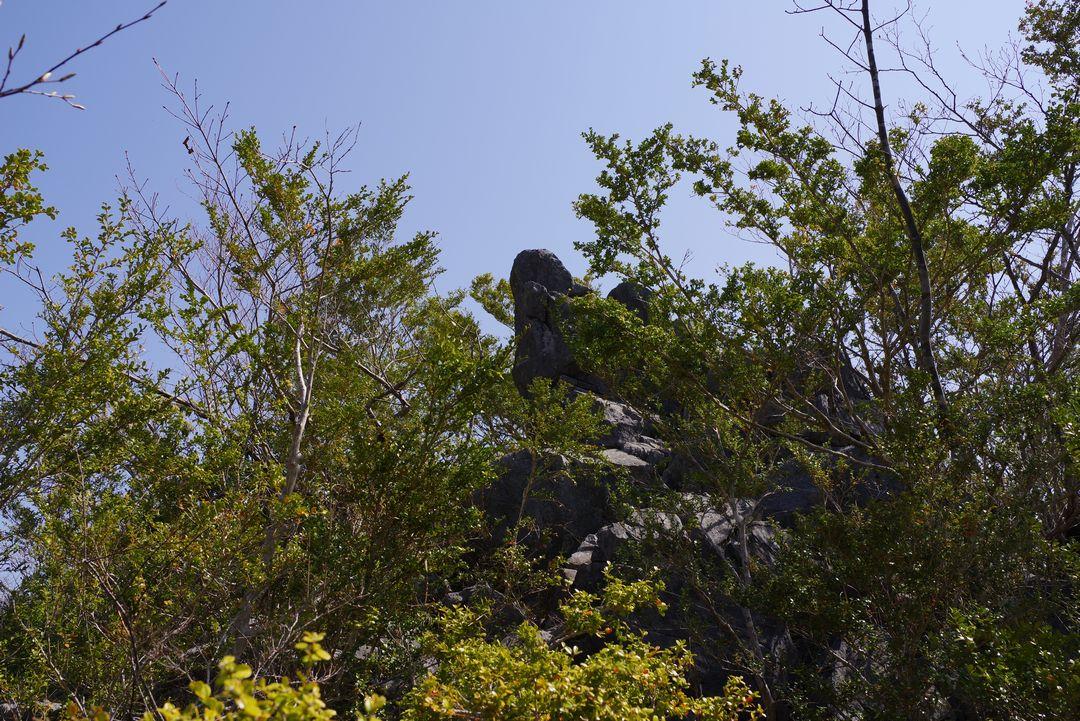 稲村岩 頂上の岩