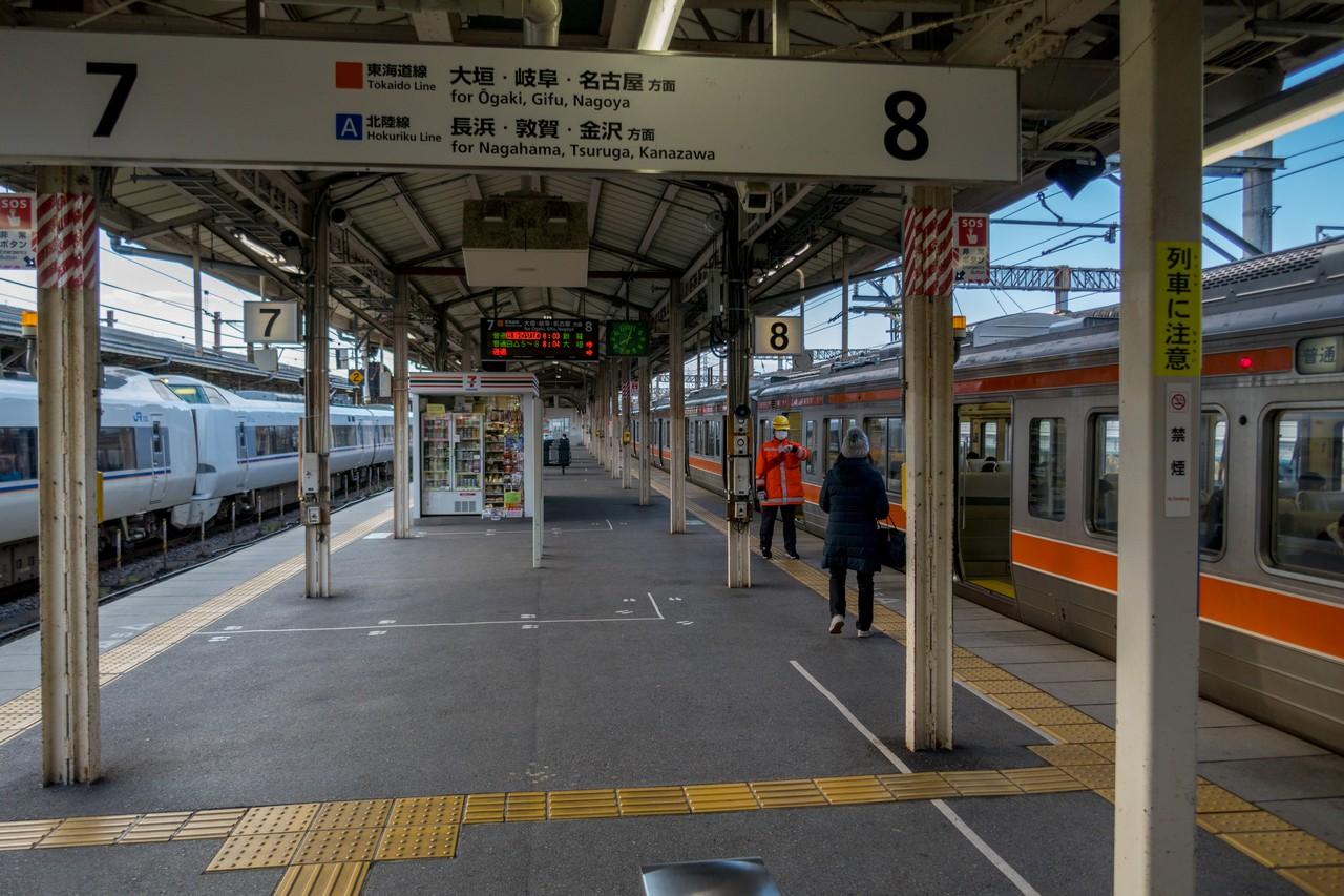 米原駅の在来線ホーム