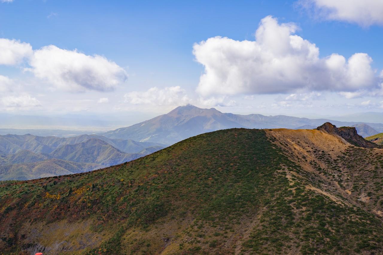 安達太良山から見た磐梯山