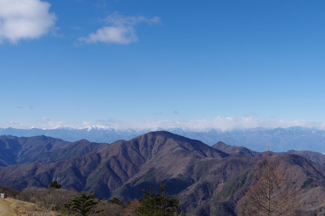 三ッ峠山 開運山から見た御坂黒岳