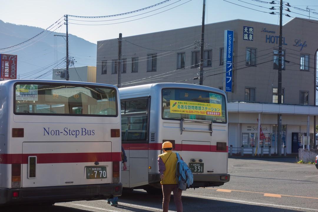 六日町駅のバスターミナル