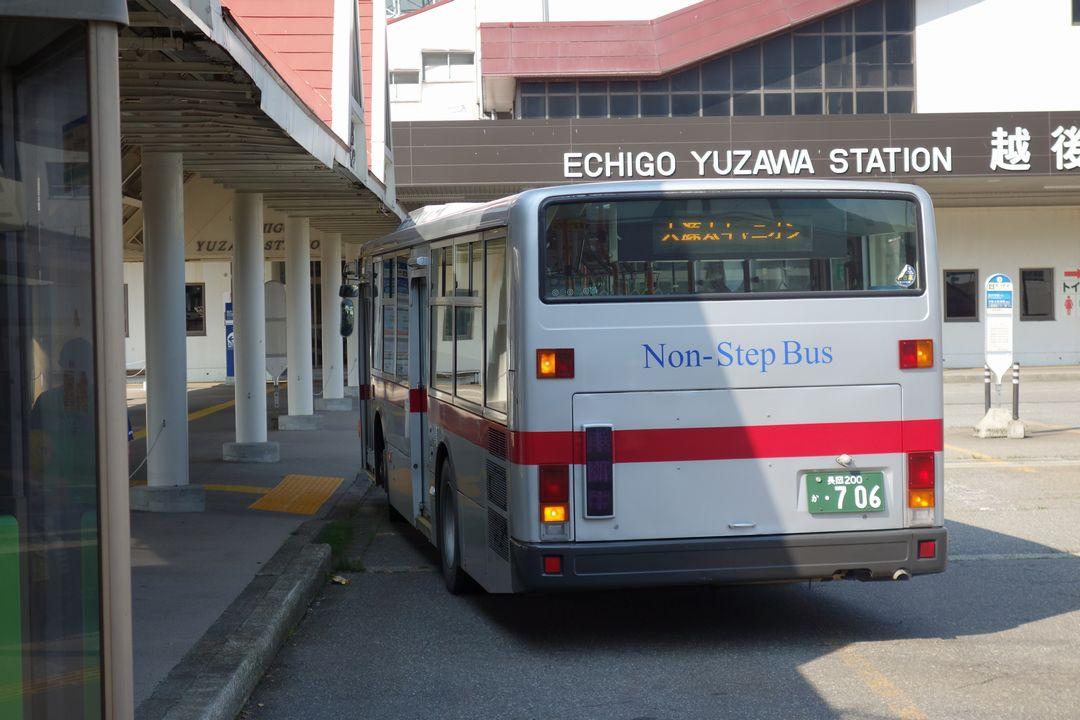越後湯沢駅に停車する大源太キャニオン行きのバス