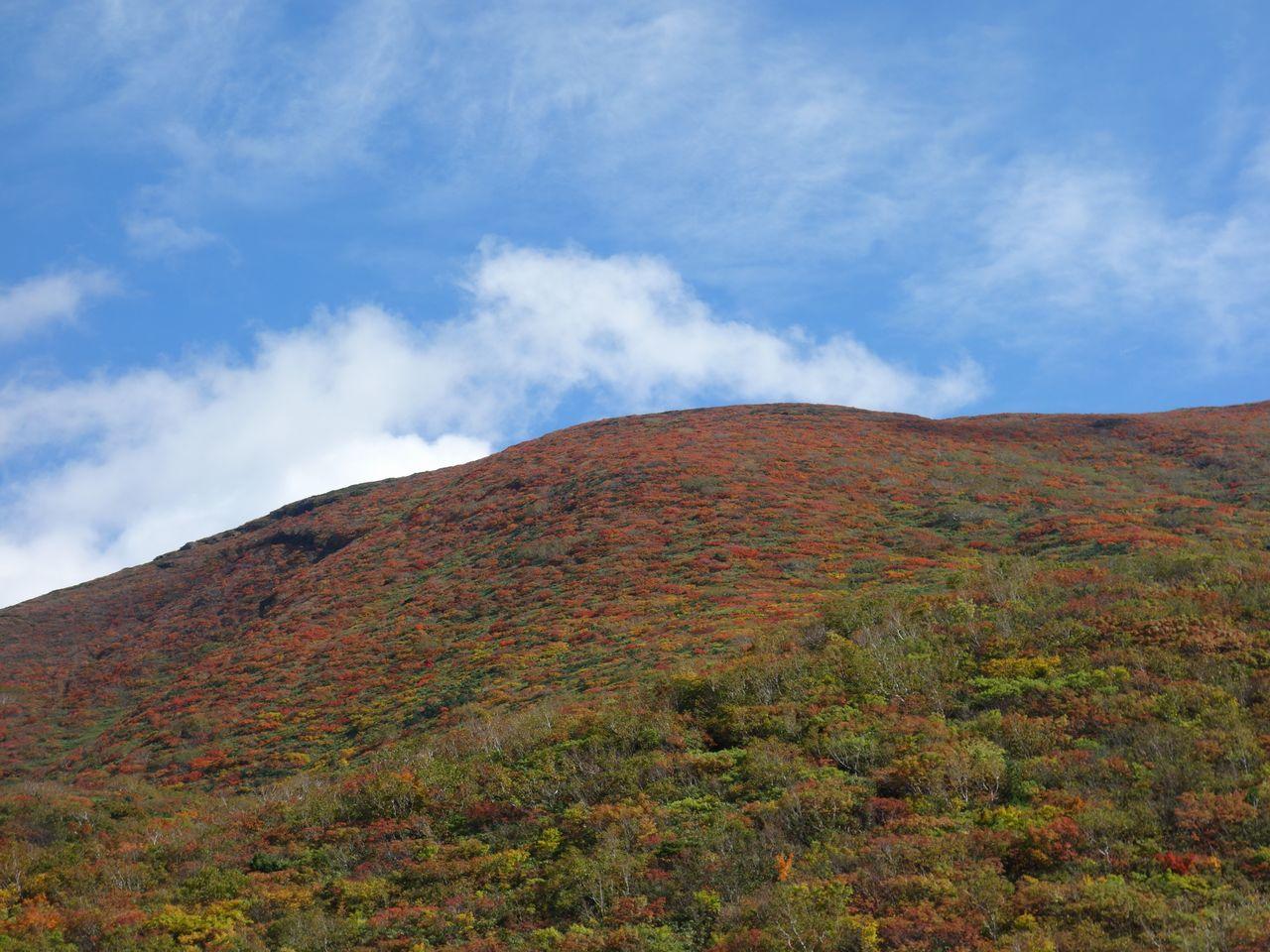 昭和湖から見た栗駒山
