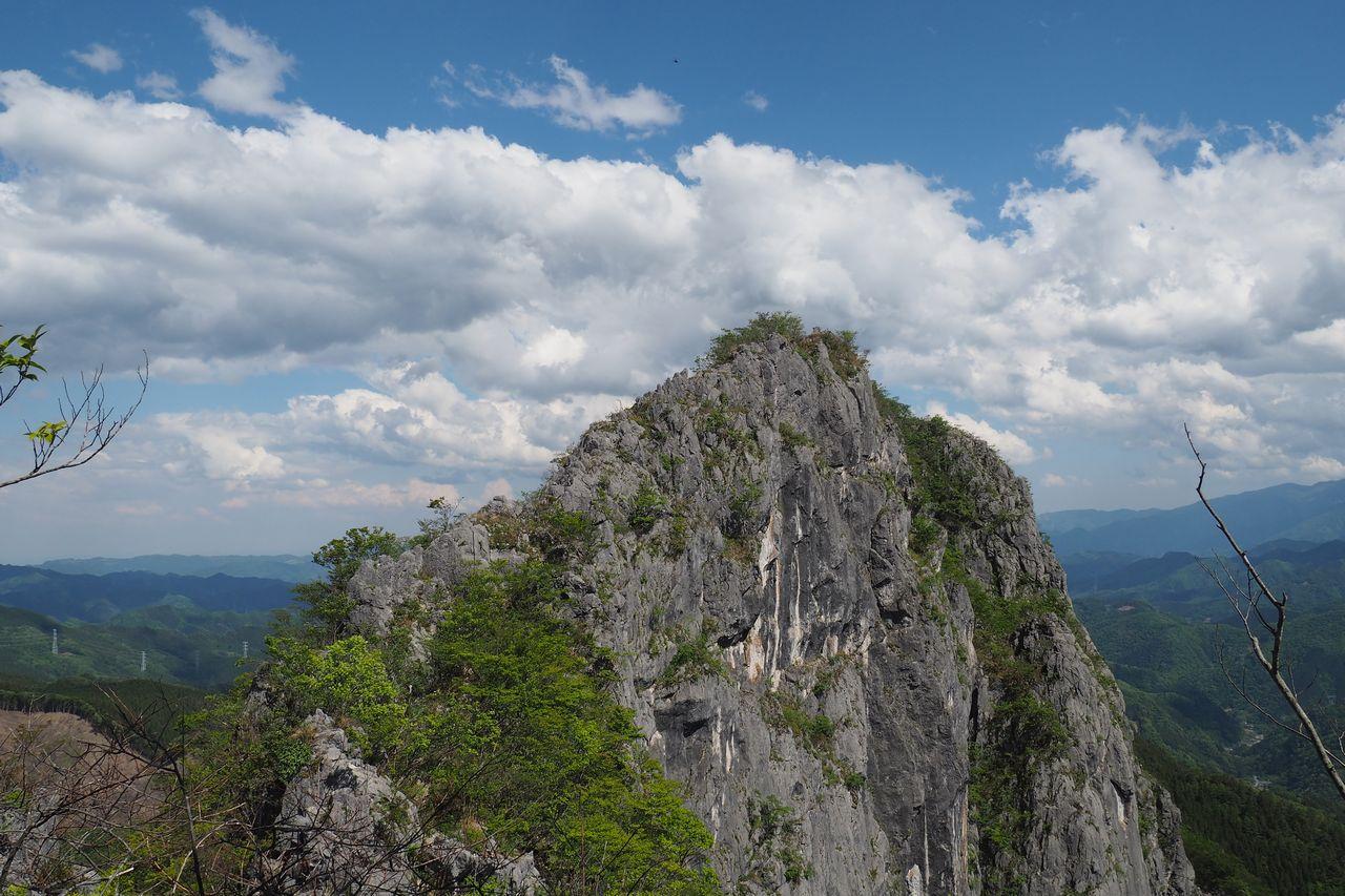 二子山 岩尾根から見た西岳