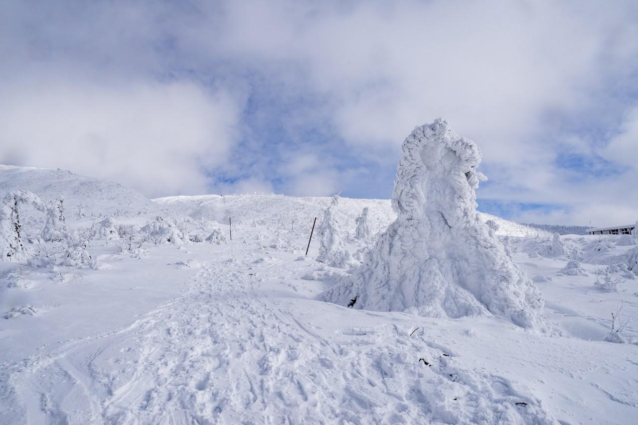 蔵王 刈田岳駐車場付近から見た刈田岳山頂