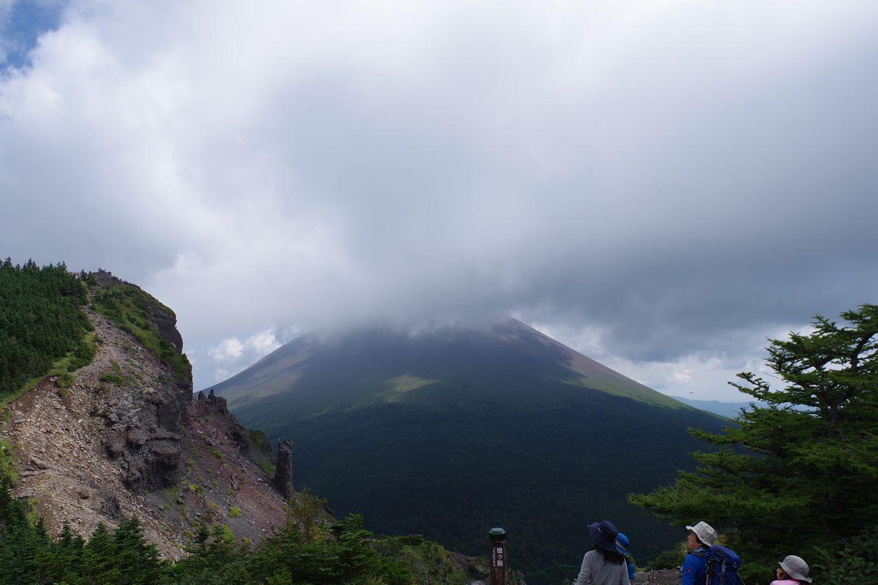 雲に隠された浅間山
