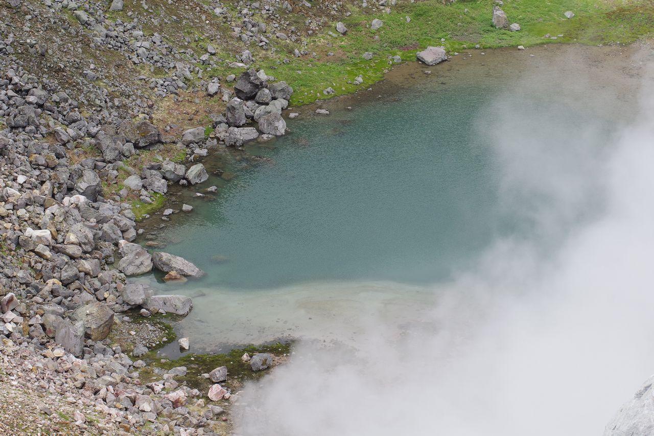 焼岳の火口湖