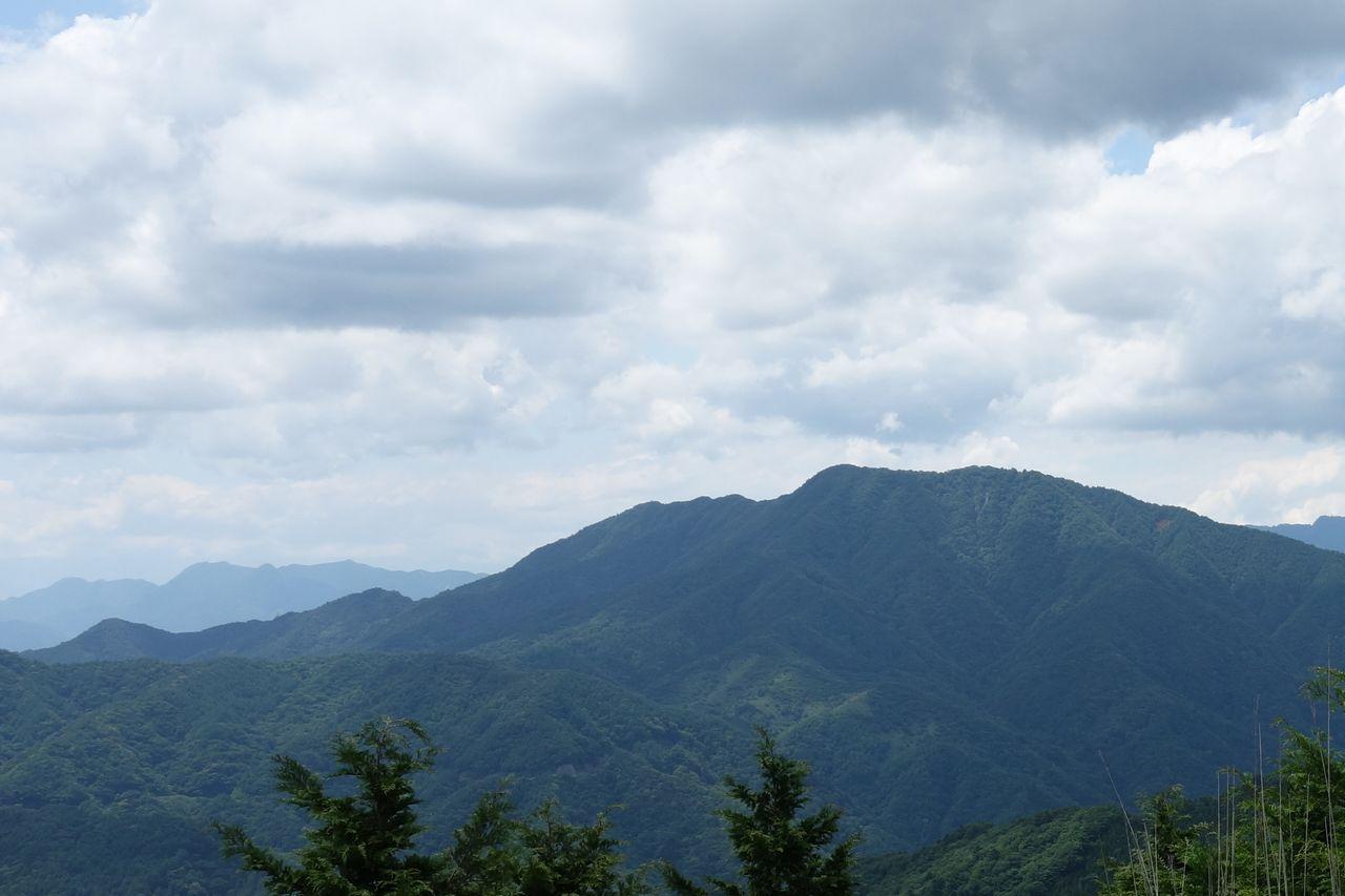 石割山から見た杓子山
