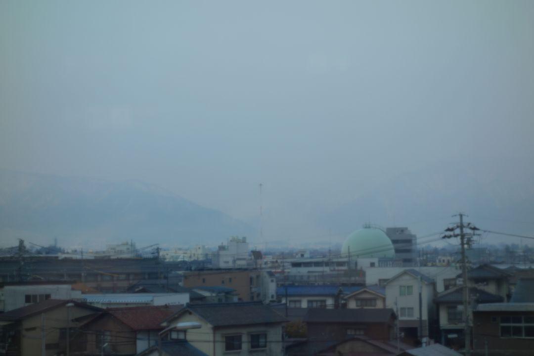 松本駅から見た乗鞍岳方面(ガスで見えない)