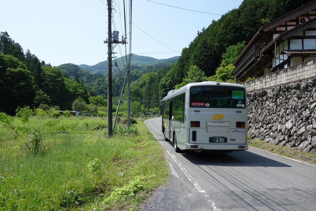 経塚バス停周辺の光景
