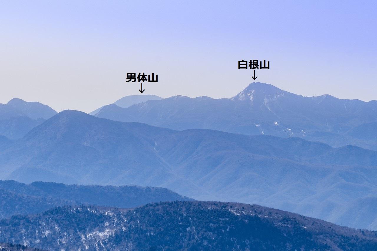 至仏山から見た白根山と男体山