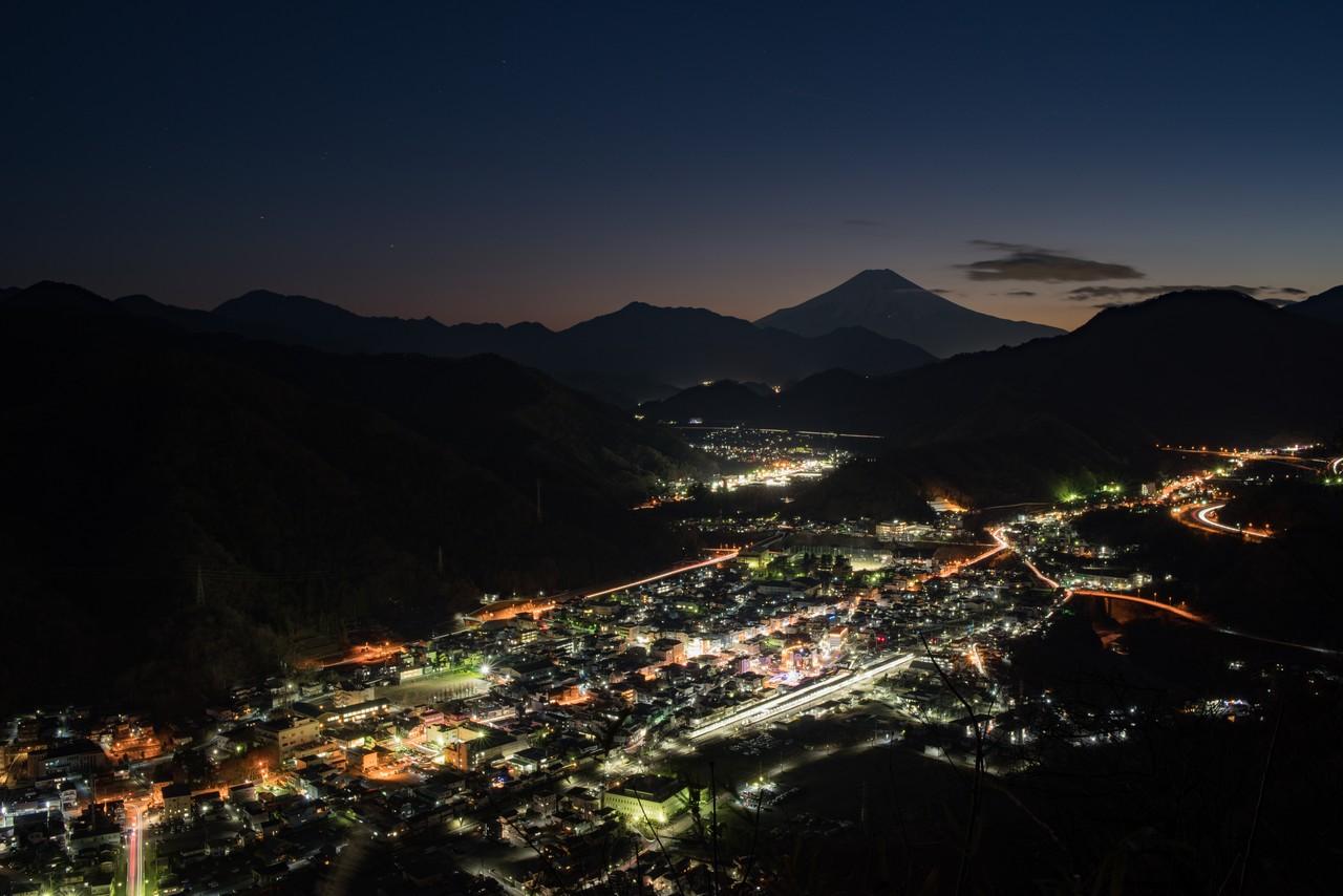 岩殿山から見た大月市の夜景