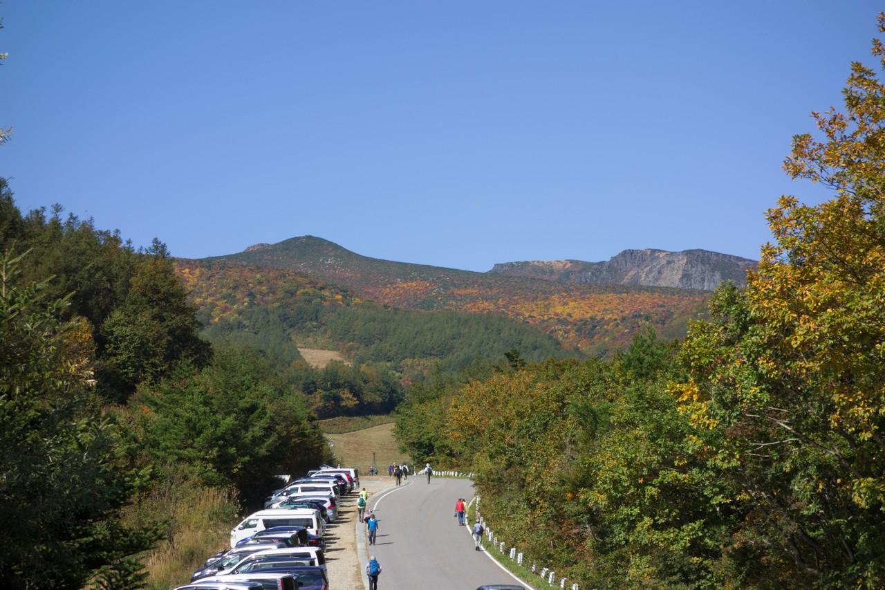 奥岳登山口から見た安達太良山