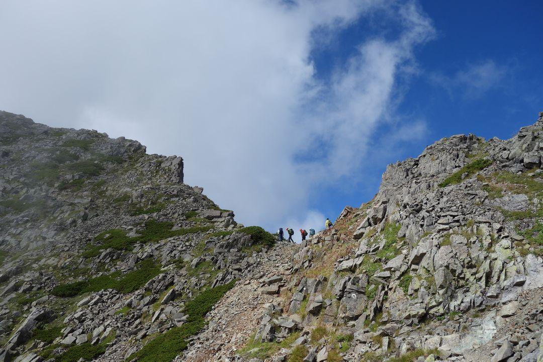 吊尾根の登山道