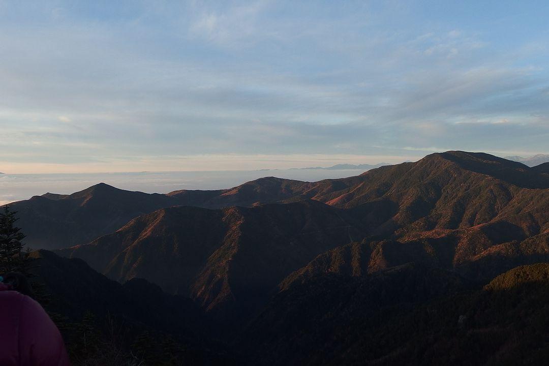 甲武信ヶ岳から見国師ヶ岳