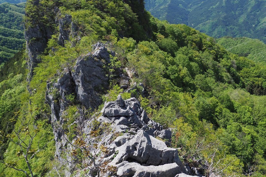 二子山 西岳から続く岩尾根