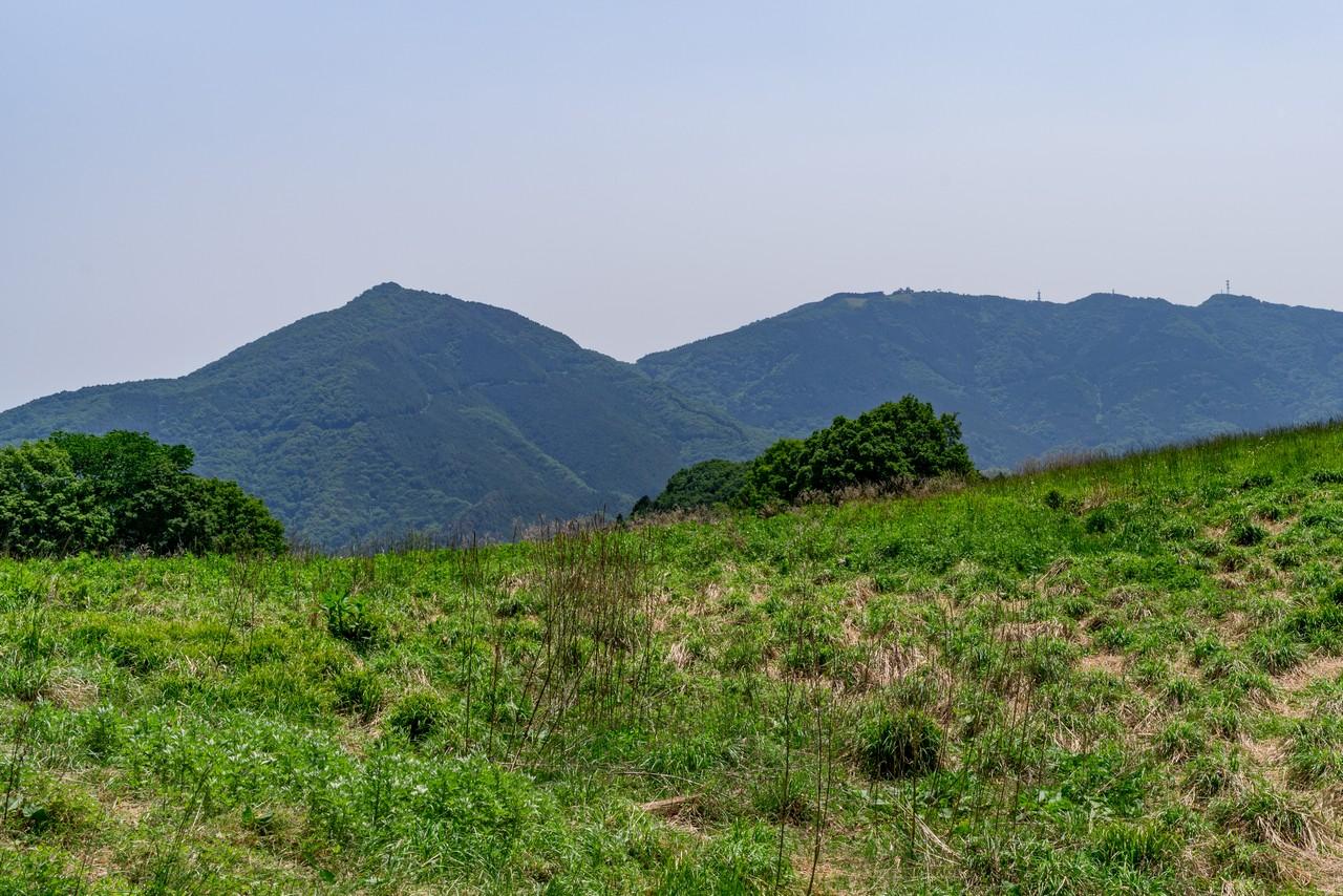 大霧山から見た笠山と堂平山
