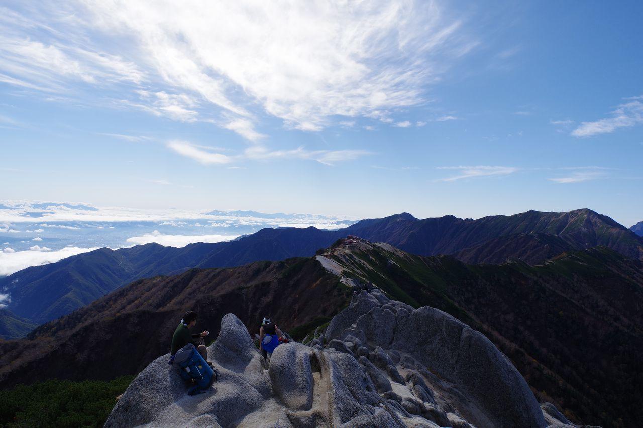 燕岳から見た燕山荘