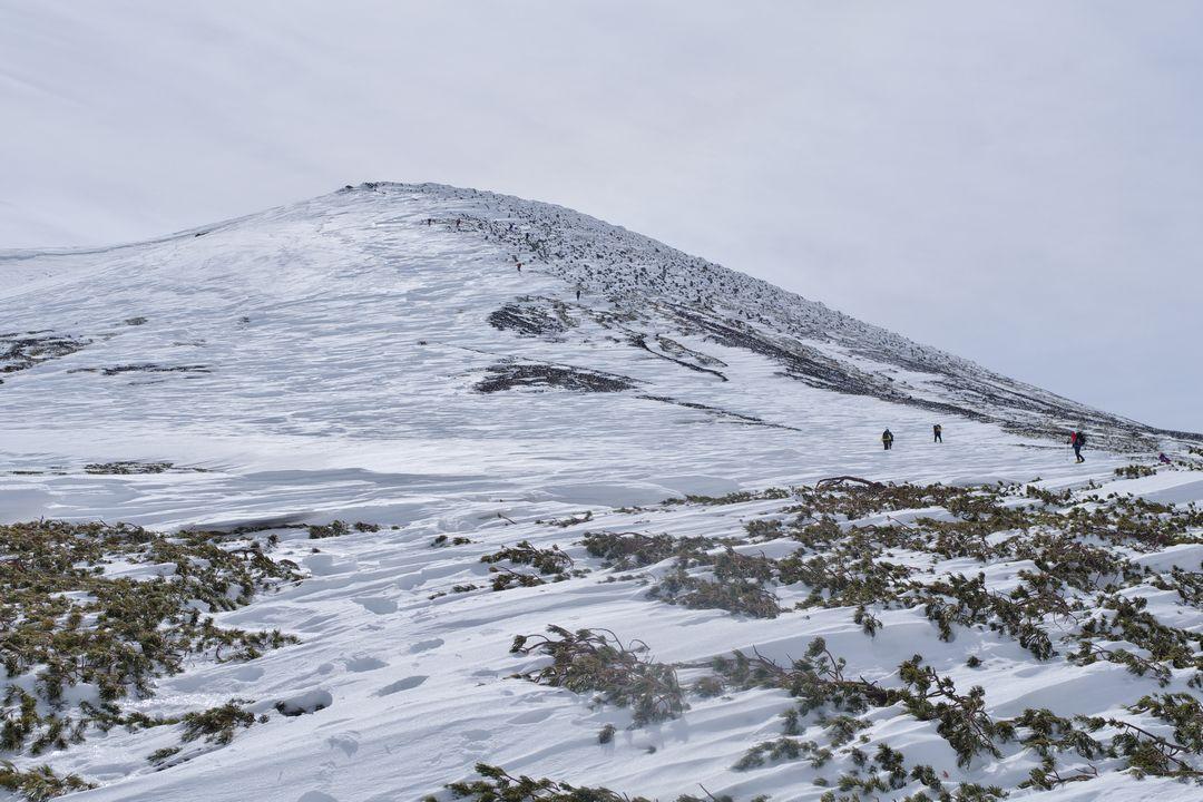 乗鞍岳 肩の小屋から見た朝日岳