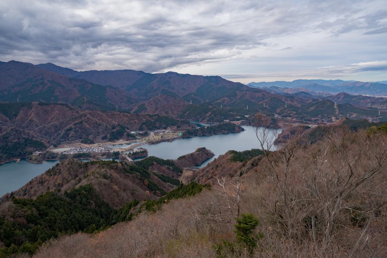 高取山展望台から見た宮ヶ瀬湖