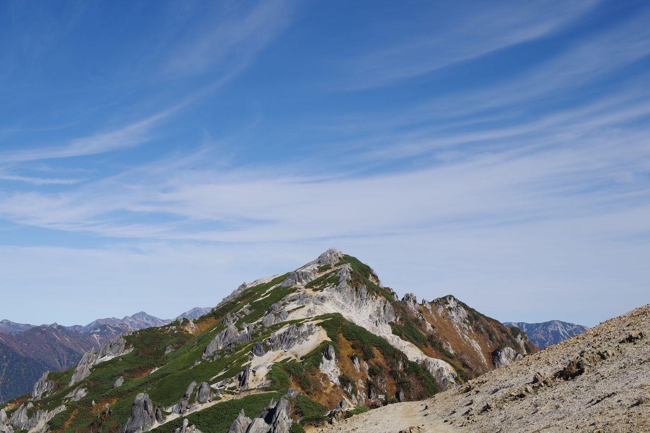 燕山荘前から見た燕岳