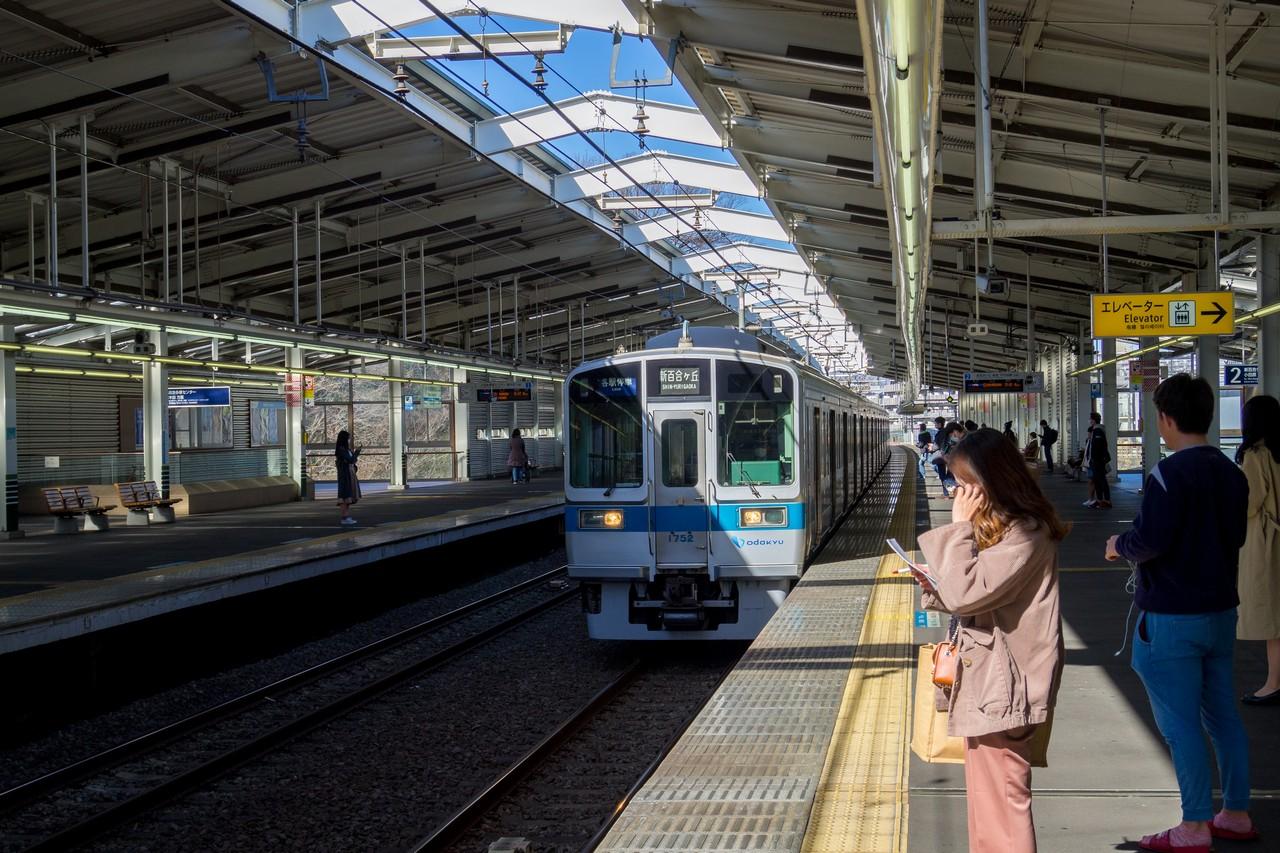 新百合ヶ丘駅に入線する小田急線