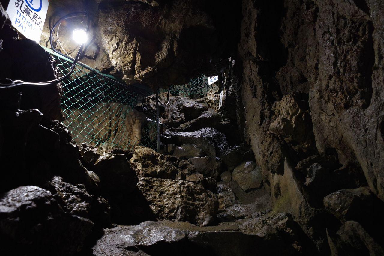 大岳鍾乳洞の内部