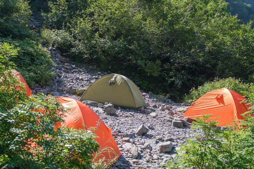 岳沢小屋のテント場