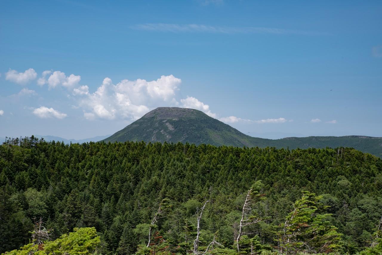 北横岳南峰から見た蓼科山