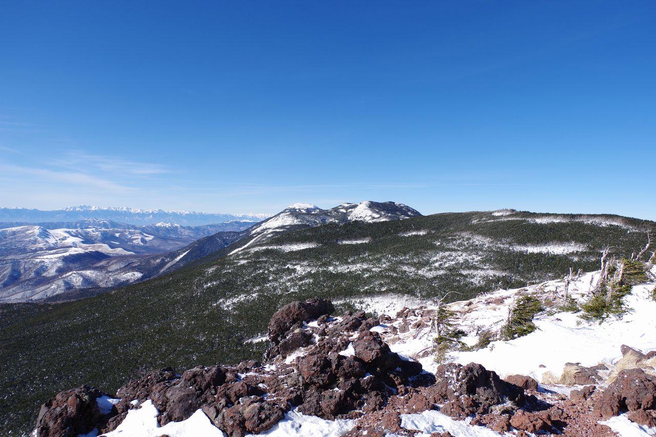 茶臼山の展望台から見た縞枯山