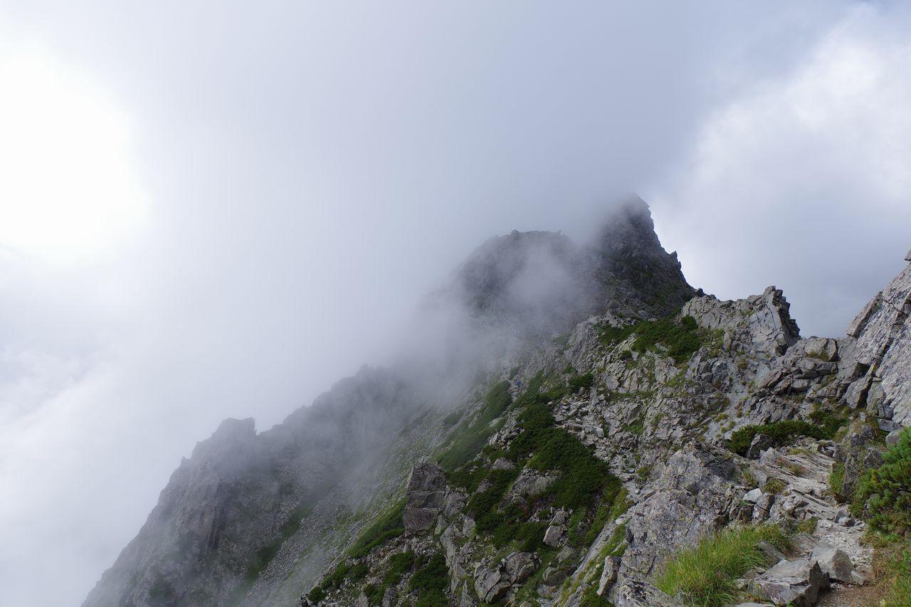 ガスに包まれた奥穂高岳の山頂