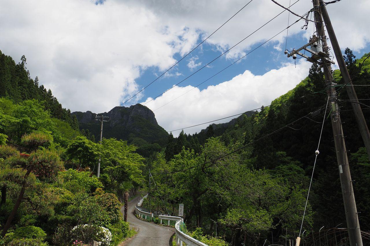 坂本から見た二子山