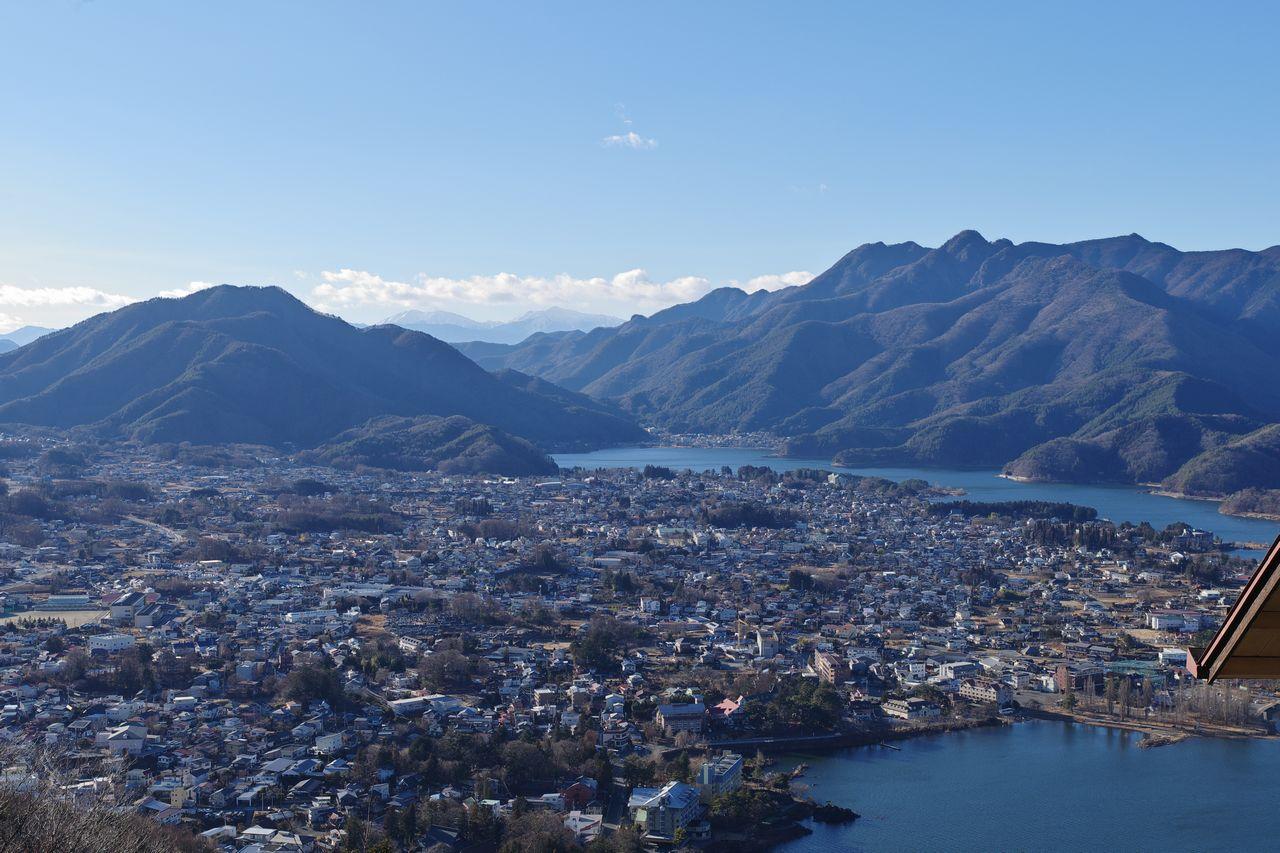 カチカチ山から見た河口湖