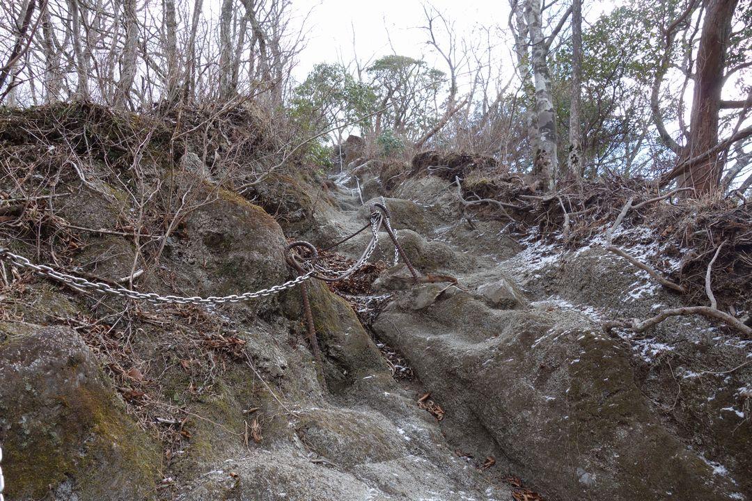 鍋割山 雨山峠コースの鎖場