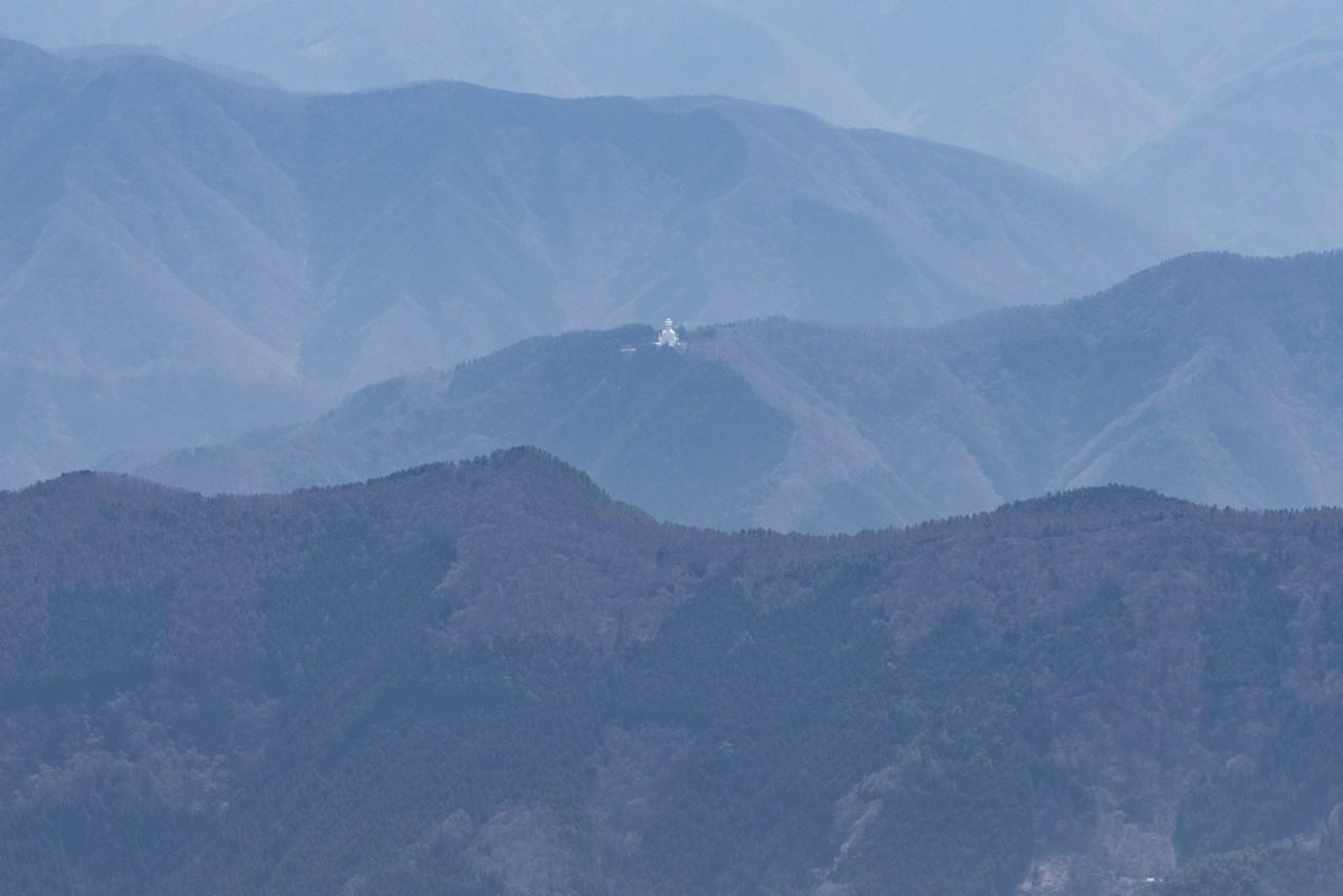 鷹ノ巣山から見た大寺山